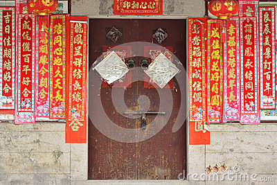 Πόρτα της παραδοσιακής κατοικίας στη νότια Κίνα Εκδοτική Στοκ Εικόνα