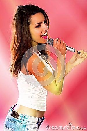 网上以前一部色情��ld_一性感妇女唱歌.