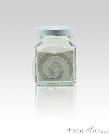 在背景的玻璃瓶与反射