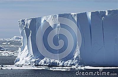 南极洲威德尔海冰山