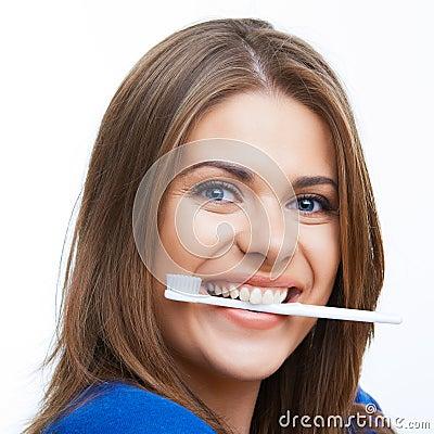 有暴牙的刷子的妇女