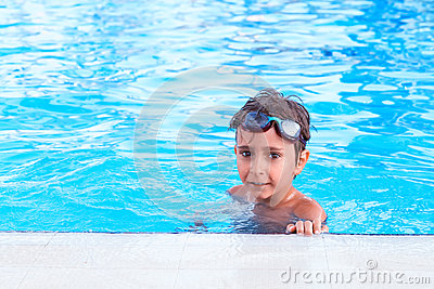 αγόρι στη λίμνη