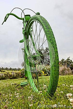 老绿色自行车
