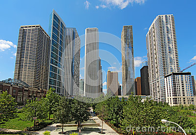 摩天大楼在街市芝加哥,伊利诺伊