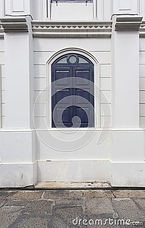 Колониальное окно стиля