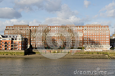 Квадрат дельфина, Лондон