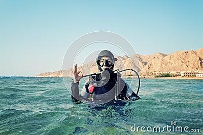 女性潜水者