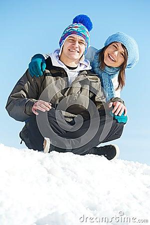 冬天的愉快的青年人图片