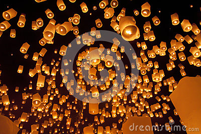 Плавая азиатские фонарики