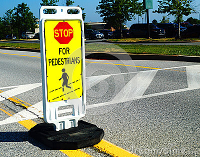 为步行者平交道口标志停止
