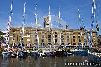 快船队在圣凯瑟琳船坞停泊了在伦敦 编辑类库存图片