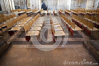 空的椅子行在伊利大教堂里面的 图库摄影片