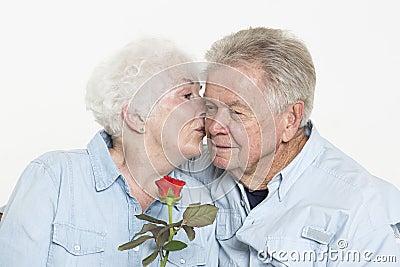 富感情的资深夫妇