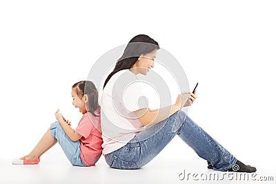 母亲和孩子之间的通信