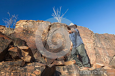 Место ущелья камер аборигенное. Ряды щепок. Южный Редакционное Фото