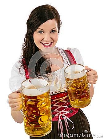 华美的慕尼黑啤酒节女服务员用啤酒
