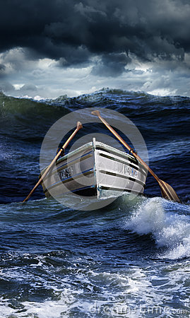 小船在风大浪急的海面