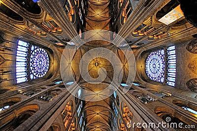 一个历史的宽容大教堂内部看法认为其中一个法国哥特式建筑的最美好的图片