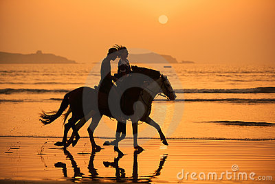 ηλιοβασίλεμα αλόγων