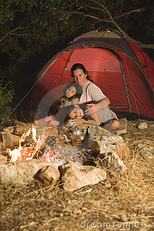 野营的女儿母亲
