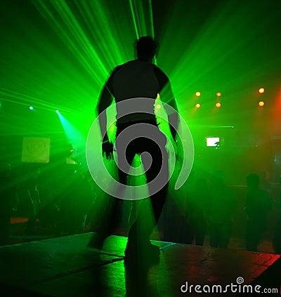танцор действия