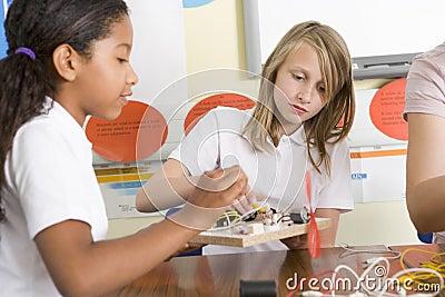 选件类女小学生科学