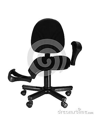 残破的椅子