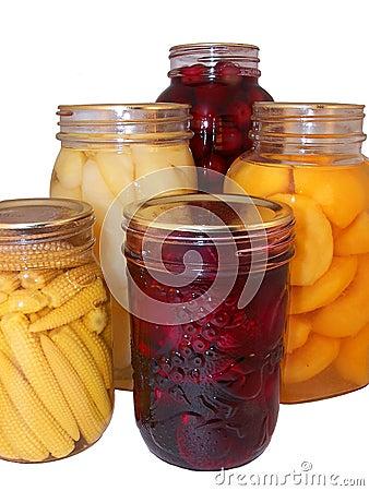 被分类的水果罐头