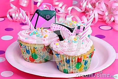 杯形蛋糕集会青少年