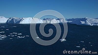 Noordpoolgebied De opwarming van de aarde, bevroren Aerial Eqi Glacier Groenland ijsmeltwater Icefjord oceaan stock footage