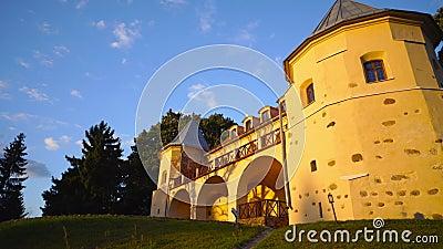 Norviliskiu slott i solnedgång, Litauen stock video