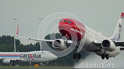 Norwegische Airways Boeing 737 Abflug stock video footage
