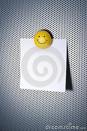 Nota con el imán sonriente
