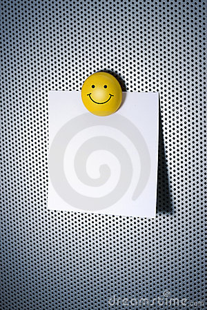 Nota con il magnete di smiley