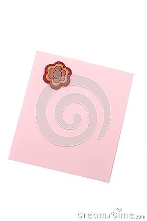 Nota cor-de-rosa em branco com ímã