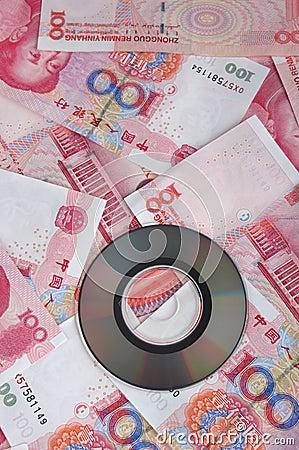 Nota del dinero y disco compacto