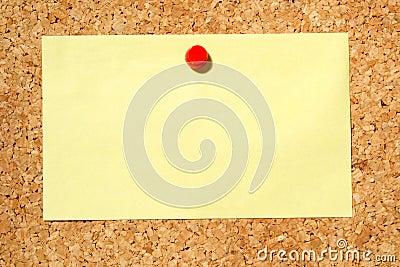Nota gialla su una scheda di avviso