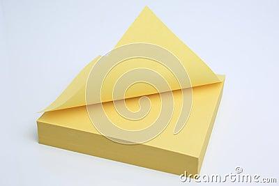 Nota pegajosa amarilla