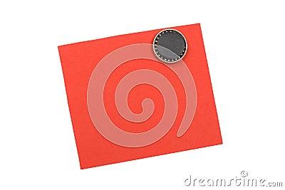 Nota roja en blanco con el imán