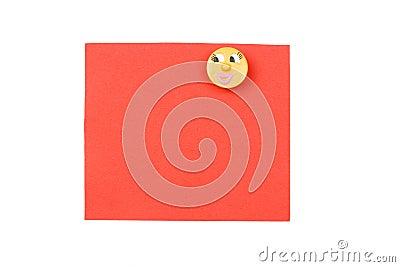 Nota rossa in bianco con il magnete