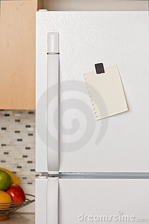 Free Note On Refrigerator Door Stock Photo - 19135500