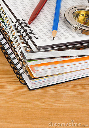 Free Notebok And Pen On Wood Royalty Free Stock Photos - 22690098