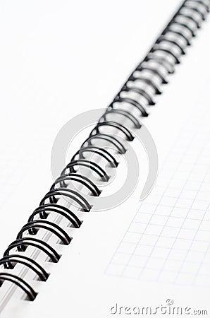 Notizbuch mit schwarzem Draht