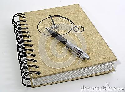 Notizbuch und Feder