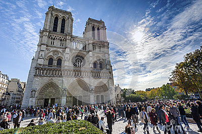 Notre Dame游人人群 编辑类图片