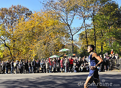 Nov 7: Crowd cheers NYPD runner NYC Marathon 2010 Editorial Photo