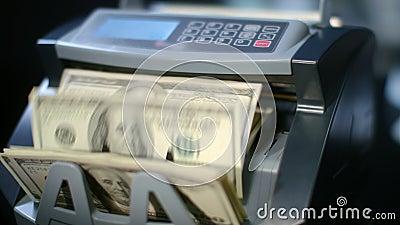 Nowożytnej waluty odliczający maszynowi odliczający dolarowi rachunki Papierowego pieniądze obliczenie zbiory wideo