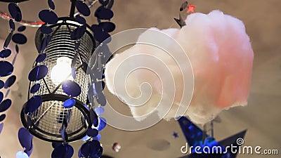 Nuage rose décoratif de lampes chambre à décorations fabuleuses l'idée d'intérieur banque de vidéos