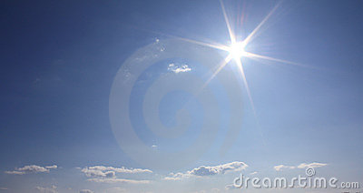 Nuages et soleil de ciel bleu