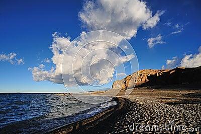 Nube blanca y cielo azul Foto de archivo editorial